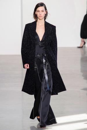 Показ Calvin Klein Collection коллекции сезона Осень-зима 2016-2017 года Prêt-à-porter - www.elle.ru - Подиум - фото 603218
