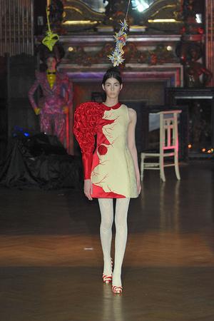 Показ Josep Font коллекции сезона Осень-зима 2009-2010 года Haute couture - www.elle.ru - Подиум - фото 88011