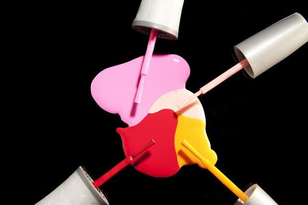 Сгинь нечистая: как удалить следы косметики с одежды