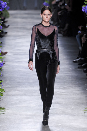 Показы мод Givenchy Осень-зима 2011-2012 | Подиум на ELLE - Подиум - фото 2140