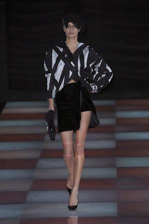 Показы мод Giorgio Armani Осень-зима 2010-2011 | Подиум на ELLE - Подиум - фото 2748