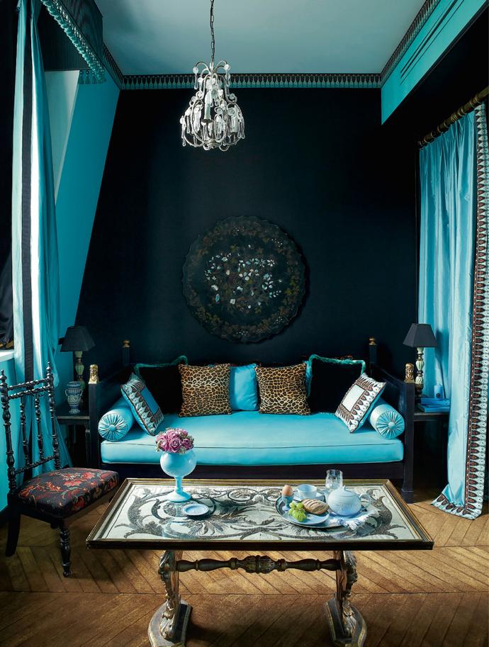 Бирюзовый диван в