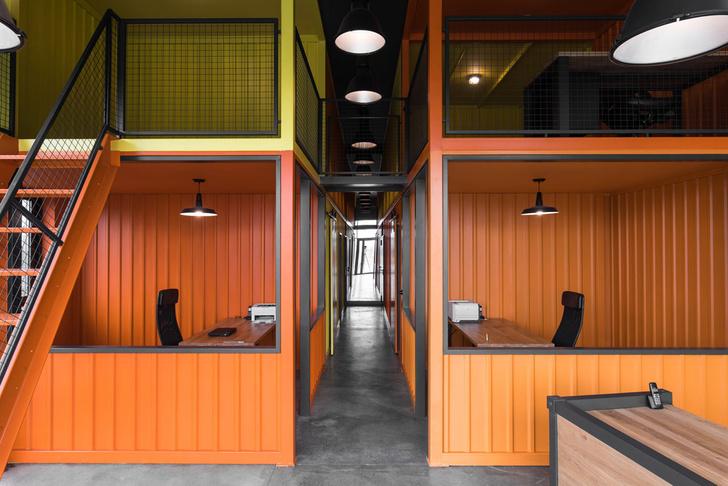 Офис в Польше в духе домов из контейнеров (фото 0)
