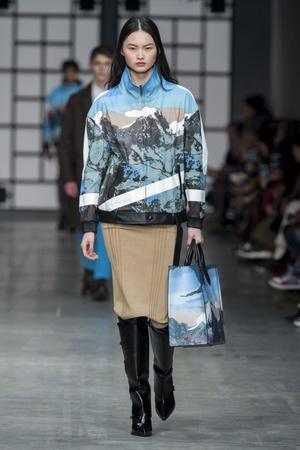 Показы мод Trussardi осень-зима  2018-2019 | Подиум на ELLE - Подиум - фото 6801