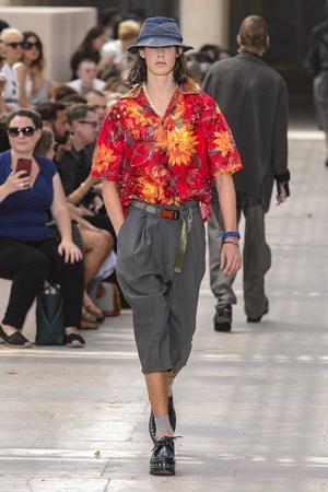 Показ Louis Vuitton коллекции сезона Весна-лето 2018 года Men prêt-à-porter - www.elle.ru - Подиум - фото 623170