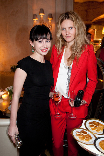 Оксана Лаврентьева и Екатерина Мухина (директор моды ELLE)