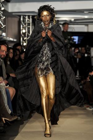 Показы мод Maurizio Galante Весна-лето 2011 | Подиум на ELLE - Подиум - фото 2457