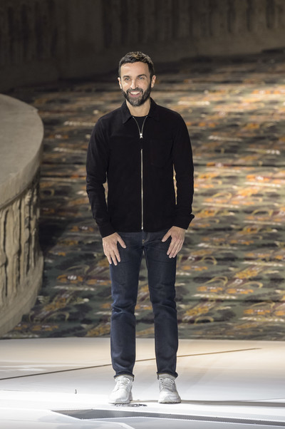 Показ Louis Vuitton закрыл Неделю моды в Париже (галерея 1, фото 46)