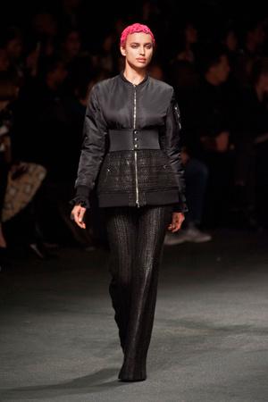 Показ Givenchy коллекции сезона Осень-зима 2013-2014 года Prêt-à-porter - www.elle.ru - Подиум - фото 543170