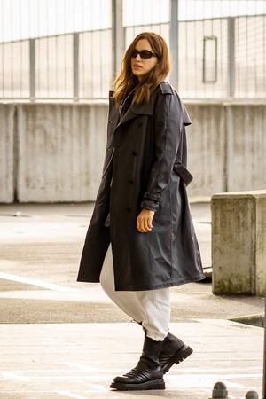 Ботинки Bottega Veneta + кожаный плащ: Ирина Шейк в Лондоне (фото 1.1)