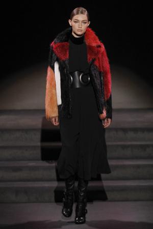 Показы мод Tom Ford Осень-зима 2016-2017 | Подиум на ELLE - Подиум - фото 4584