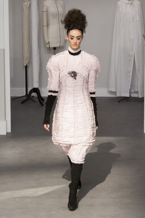 Показ Chanel коллекции сезона Осень-зима 2016-2017 года Haute couture - www.elle.ru - Подиум - фото 607043