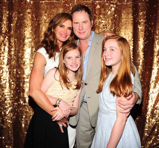 Брук Шилдс с мужем и детьми