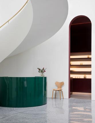 Салон Fritz Hansen по дизайну Хайме Айона в Китае (фото 6.2)