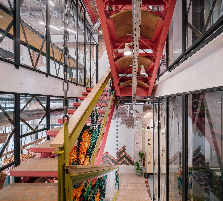Яркий коворкинг в духе архитектуры Гауди (галерея 10, фото 0)