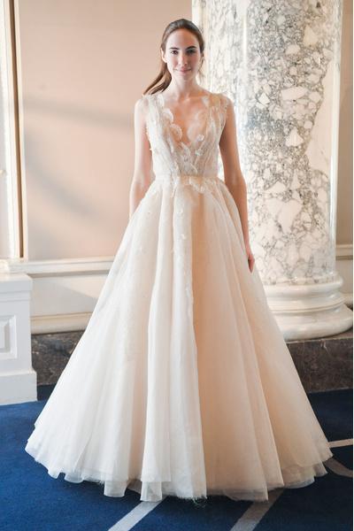 50 самых красивых платьев со Свадебной Недели Моды в Нью-Йорке | галерея [1] фото [46]