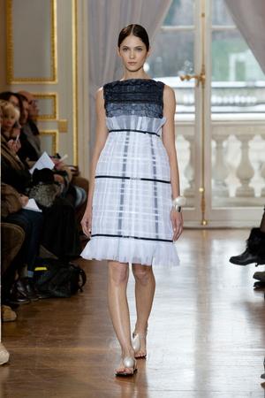Показ Christophe Josse коллекции сезона Весна-лето 2013 года Haute couture - www.elle.ru - Подиум - фото 477036