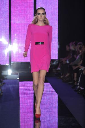 Показы мод Versace Осень-зима 2009-2010 | Подиум на ELLE - Подиум - фото 3150