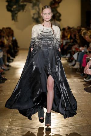 Показ Iris van Herpen коллекции сезона Весна-лето 2018 года Haute couture - www.elle.ru - Подиум - фото 672601
