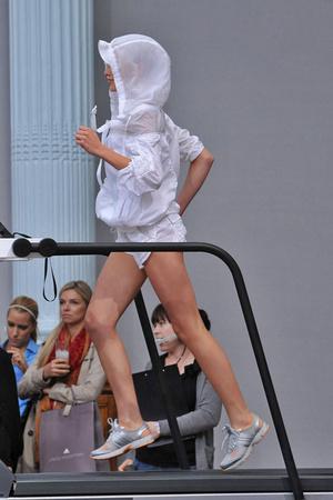 Показ Adidas by Stella McCartney коллекции сезона Весна-лето 2009 года Prêt-à-porter - www.elle.ru - Подиум - фото 77287