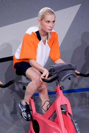 Показ Adidas by Stella McCartney коллекции сезона Весна-лето 2014 года Prêt-à-porter - www.elle.ru - Подиум - фото 566993