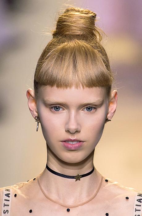 Как красиво собрать волосы в пучок?