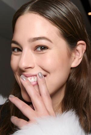 Лучшие лаки для ногтей нюдовых оттенков фото [20]