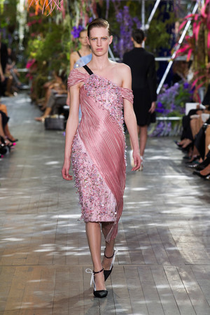 Показ Christian Dior коллекции сезона Весна-лето 2014 года prêt-à-porter - www.elle.ru - Подиум - фото 568354