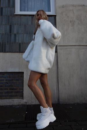 На весну: белые кроссовки на платформе (фото 1.2)