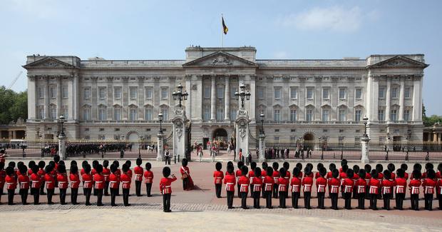 Какие сокровища спрятаны под полом в Букингемском дворце? Скоро узнаем (фото 1)