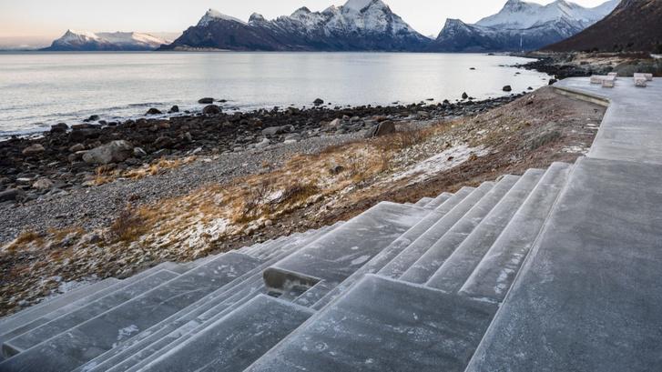 Органичная смотровая площадка в Норвегии (фото 4)