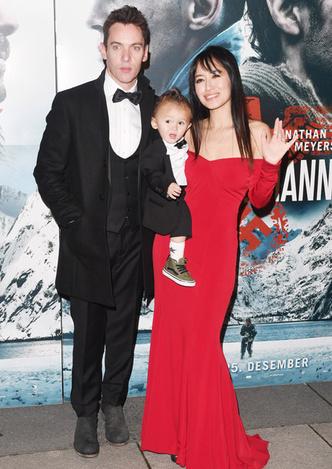 Джонатан Риз Майерс с женой и сыном фото