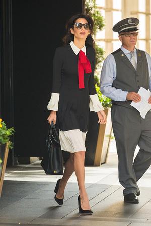 15 образов Амаль Клуни для деловых встреч и свиданий (фото 19.2)