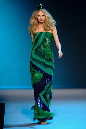 Показ Christian Dior коллекции сезона Осень-зима 2011-2012 года Haute couture - www.elle.ru - Подиум - фото 277095