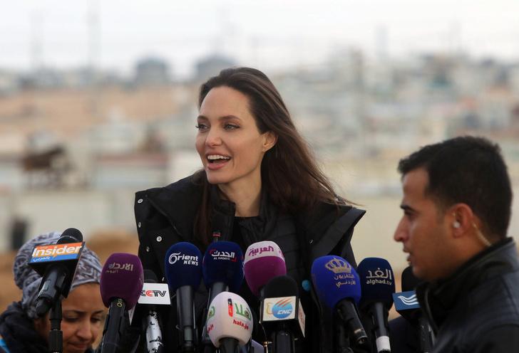 Как Анджелина Джоли решила ответить Брэду Питту на его общение с Дженнифер Энистон? (фото 4)