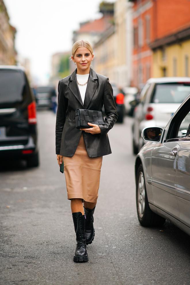 С чем носить кожаную юбку этой зимой: 3 идеи (фото 1)