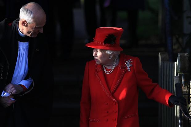Почти все в сборе: британская королевская семья на рождественской службе (фото 3)