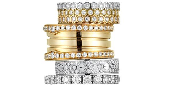 Кольца Bee my love, белое, желтое и розовое золото, бриллианты, Chaumet, 192 400 руб. каждое. Кольцо B Zero 1, розовое золото, бриллианты, Bulgari, 445 400 руб. Кольцо Love, белое золото, бриллианты, Cartier, 246 000 руб. Кольцо Tennis, белое золото, бриллианты, H.Stern, 277 500 руб.