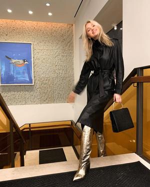 Главная покупка 2020 года: кожаный плащ как у Эльзы Хоск (фото 1.1)