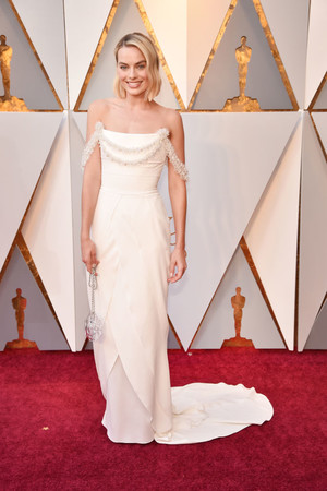 Главная претендентка на «Оскар»: Марго Робби на красной дорожке (фото 1)