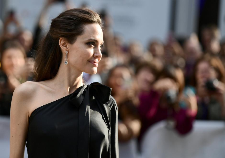 Красота вне времени: бьюти-секреты Анджелины Джоли фото [12]