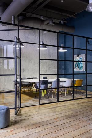 Московский офис в стиле лофт с яркими акцентами (фото 10.2)