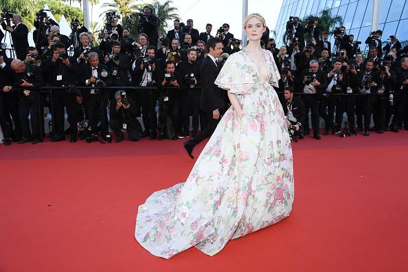 Цветущий Эдем: Эль Фаннинг в ослепительном платье Valentino в Каннах (фото 1)