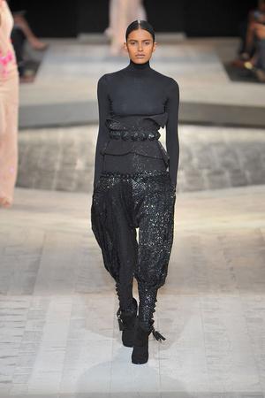 Показ Givenchy коллекции сезона Осень-зима 2009-2010 года Haute couture - www.elle.ru - Подиум - фото 87757