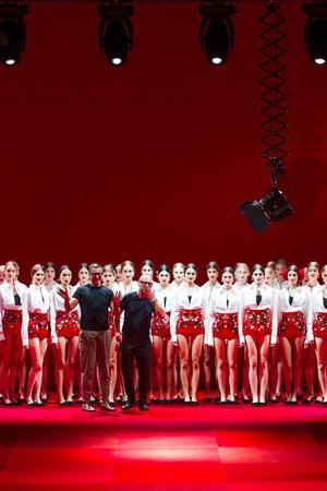 Показ Dolce & Gabbana коллекции сезона Весна-лето 2015 года Prêt-à-porter - www.elle.ru - Подиум - фото 589992