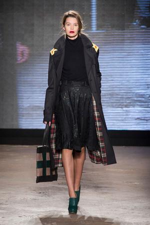 Показ New upcoming designers коллекции сезона Осень-зима 2014-2015 года Prêt-à-porter - www.elle.ru - Подиум - фото 581360