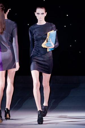 Показы мод Anya Hindmarch Весна-лето 2014 | Подиум на ELLE - Подиум - фото 3646