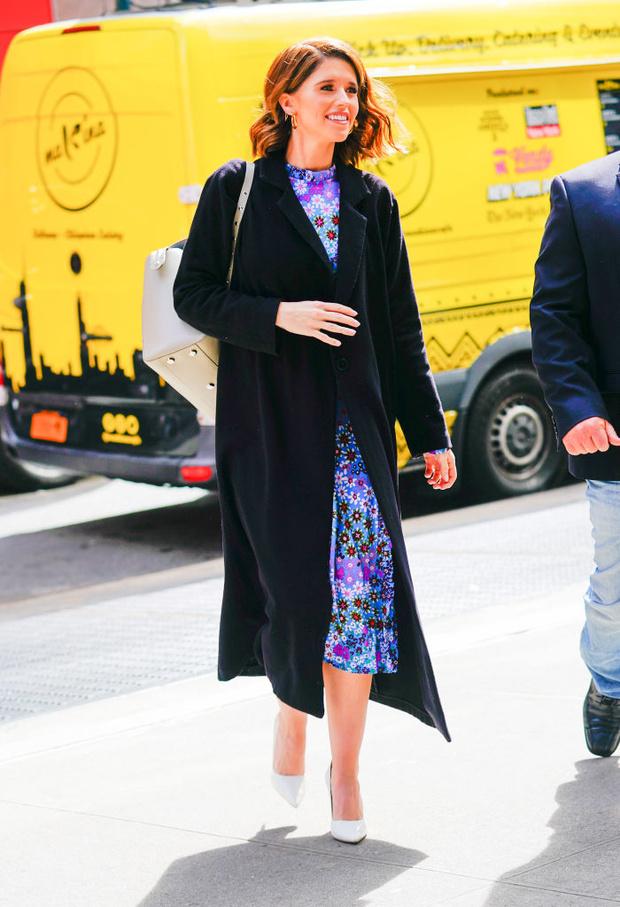 Кэтрин Шварценеггер показывает, как носит платья с цветочным принтом (фото 5)