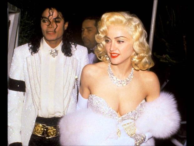 Майкл Джексон и Мадонна: костюмы сестер Кардашьян обсуждают в сети фото [1]