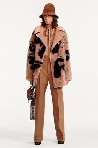 Стиль великих художниц в Dior Pre-Fall 2019 (фото 9.2)